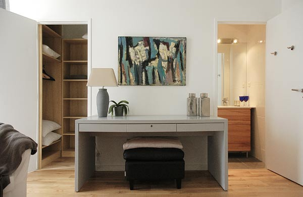les chambres d 39 un appartement de standing louer au c ur de marseille. Black Bedroom Furniture Sets. Home Design Ideas