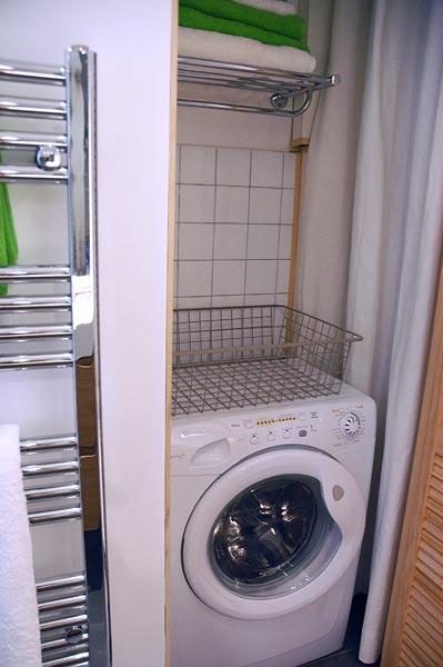 les sanitaires d 39 un appartement de standing louer au c ur de marseille. Black Bedroom Furniture Sets. Home Design Ideas